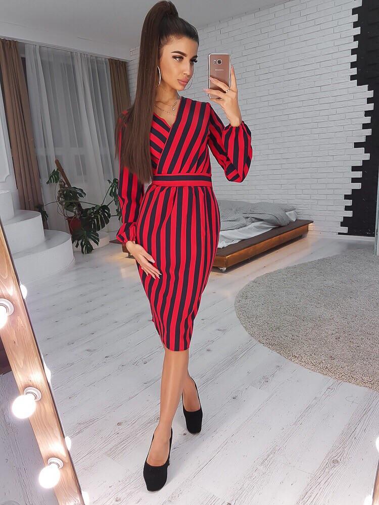 Стильное женское платье-футляр
