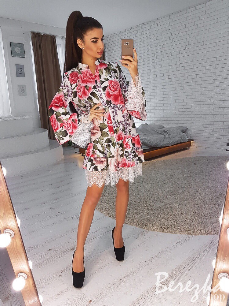 Красивое платье в цветочном принте