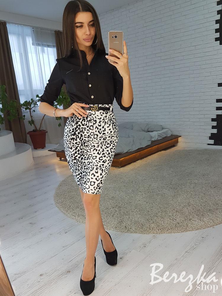 Стильный костюм с леопардовой юбкой