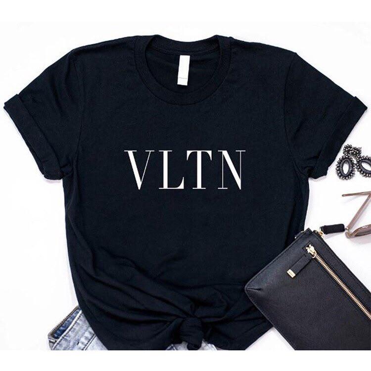 Женская трендовая черная футболка