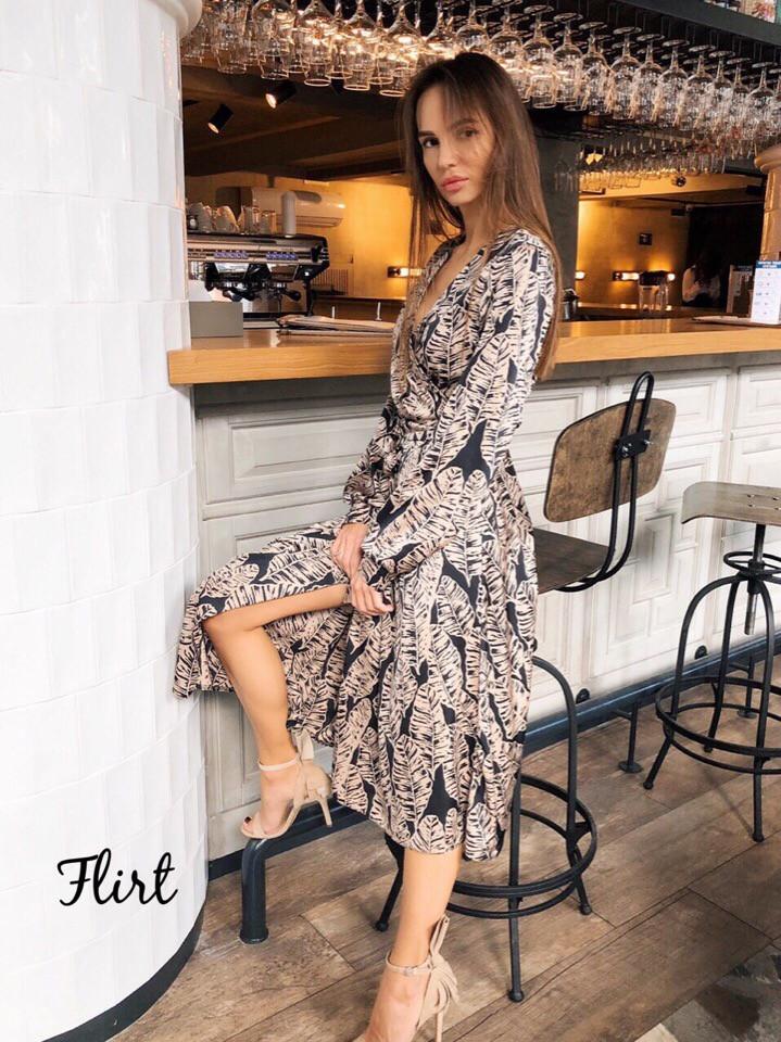 Женское красивое стильное нереальное платье в листьях