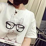 Стильная женская  футболка с принтом зайчика в очках, фото 6