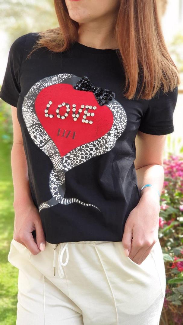 Жіноча стильна футболка з написами Love