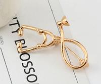 Брошь брошка знак значок врач доктор фонендоскоп стетоскоп золотистый слушалка медсестра