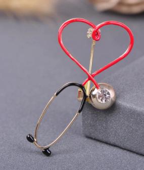 Брошь брошка знак врач доктор фонендоскоп стетоскоп золотистый красное сердце слушалка медсестра