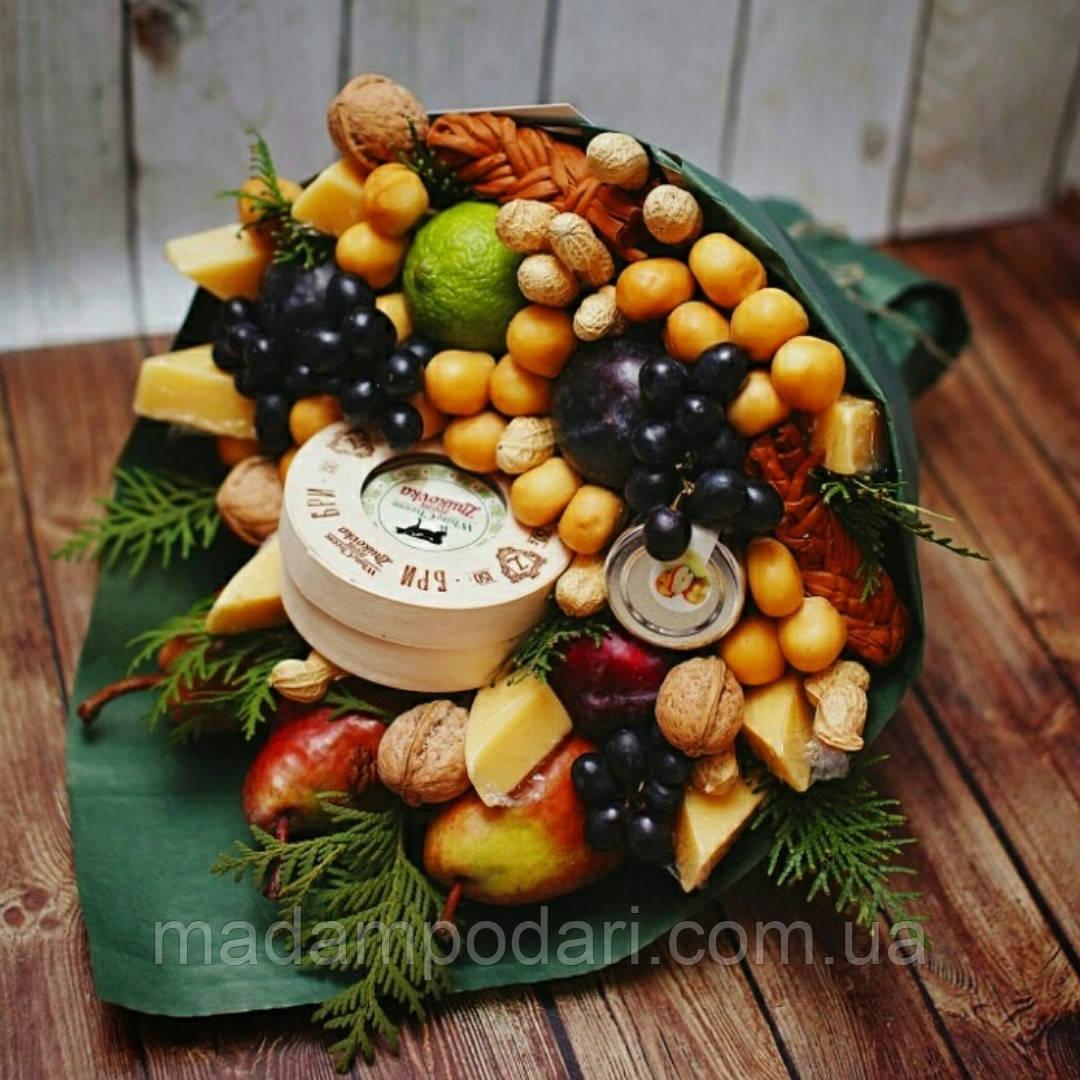 Букет с сыром, фруктами и орехами