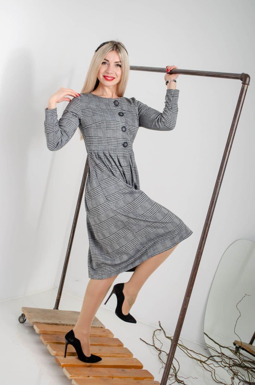 Трендові трикотажне плаття в чорну клітка