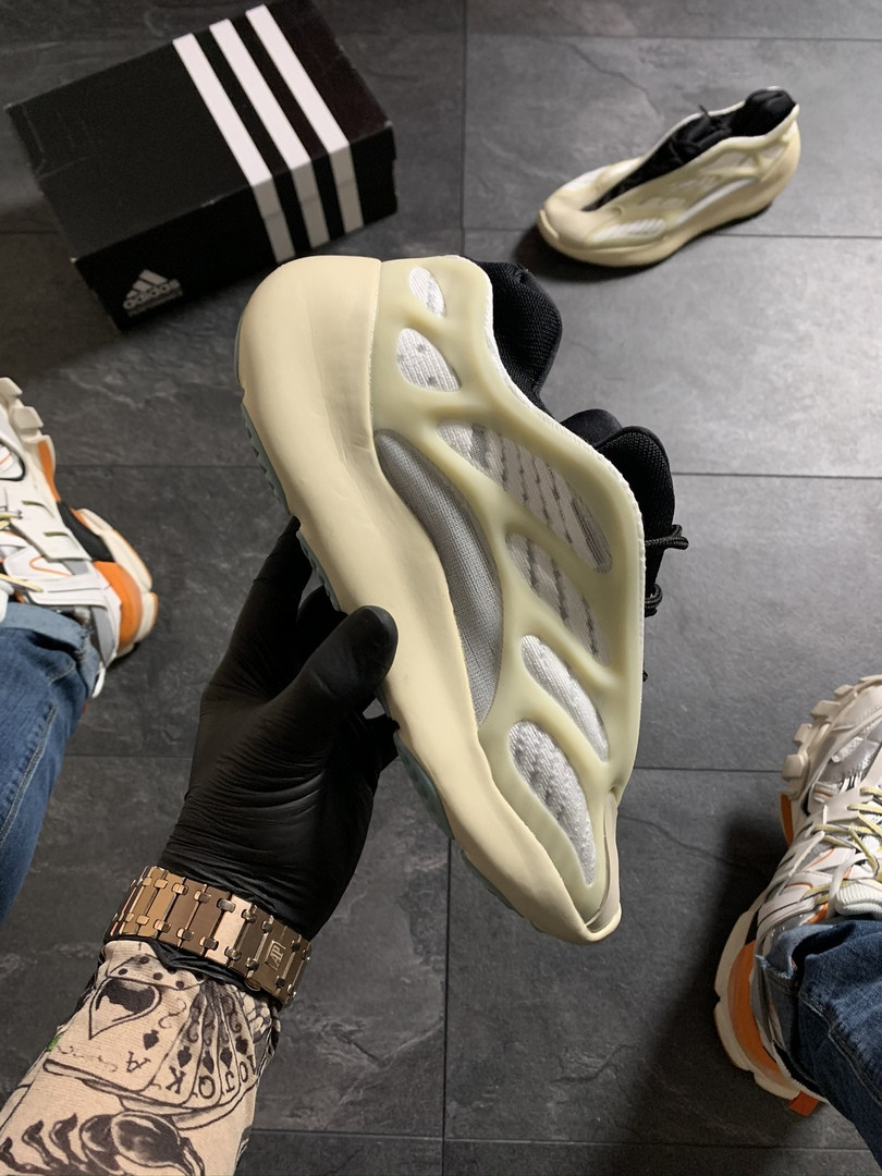 Adidas Yeezy Boost 700 V3 Beige Black (Бежевый)