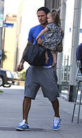 David Backham в кроссовках Adidas Gazelle