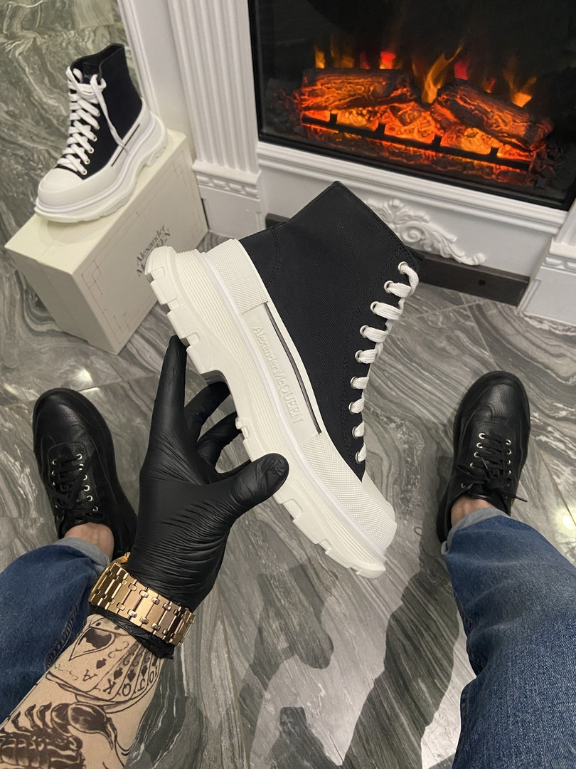 "Женские кроссовки в стиле Alexander McQueen Tread Slick ""Black/White"""