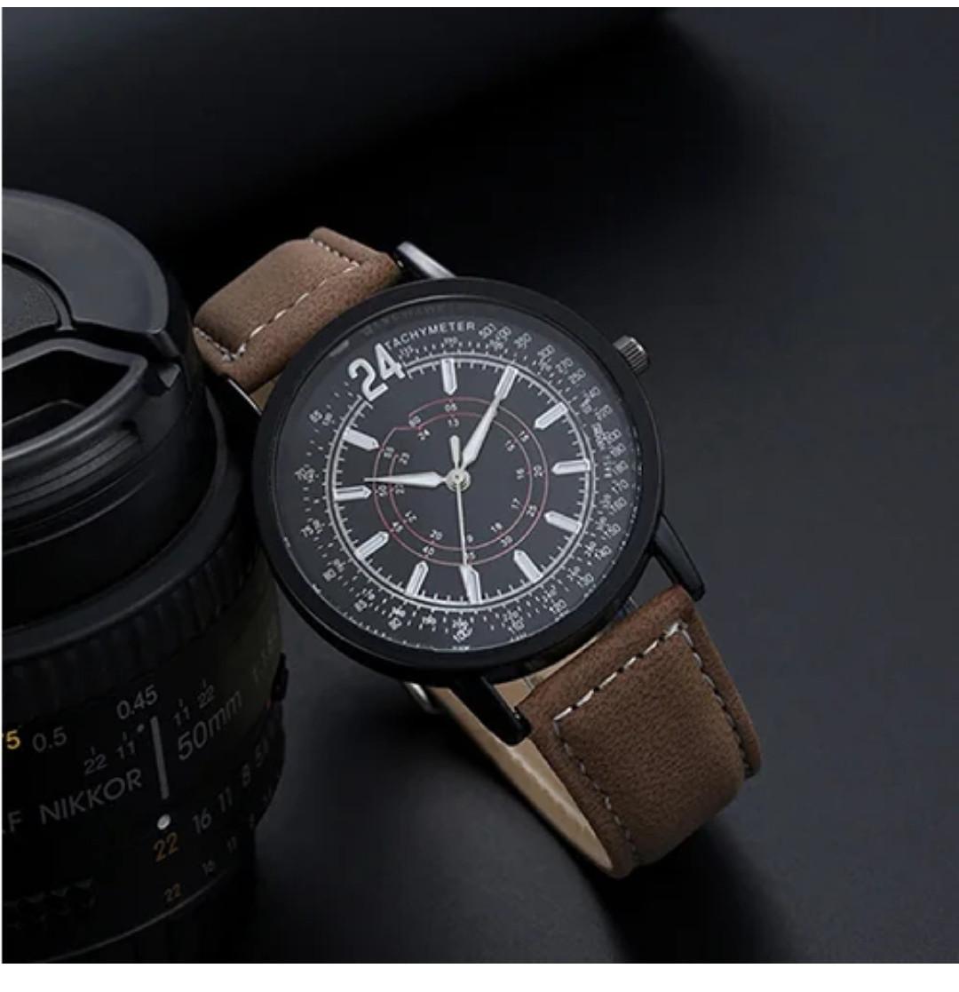 Наручные часы с коричневым ремешком