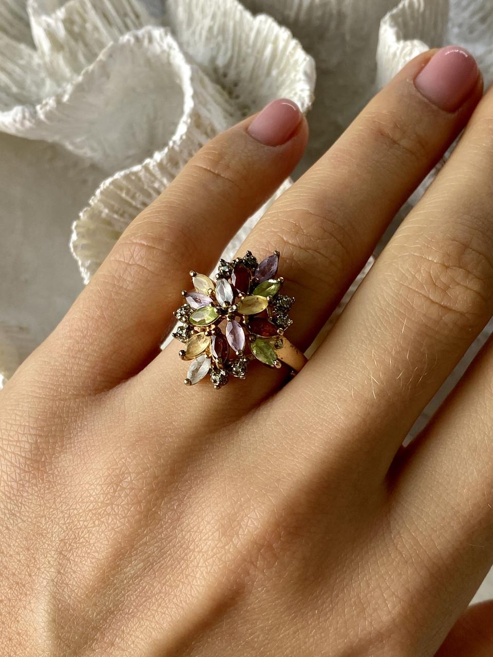 Серебряное кольцо в позолоте с натуральными камнями   Цветы
