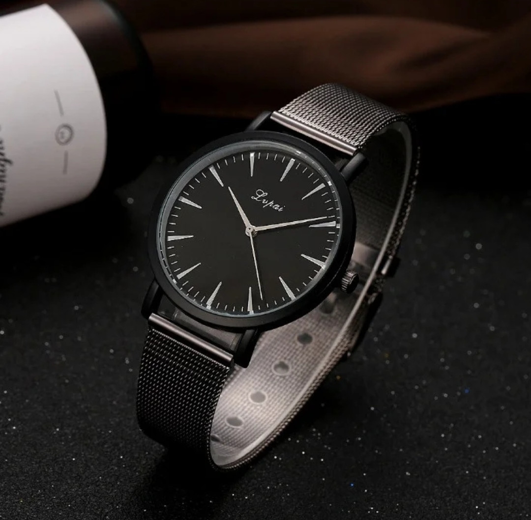 Женские часы черный циферблат