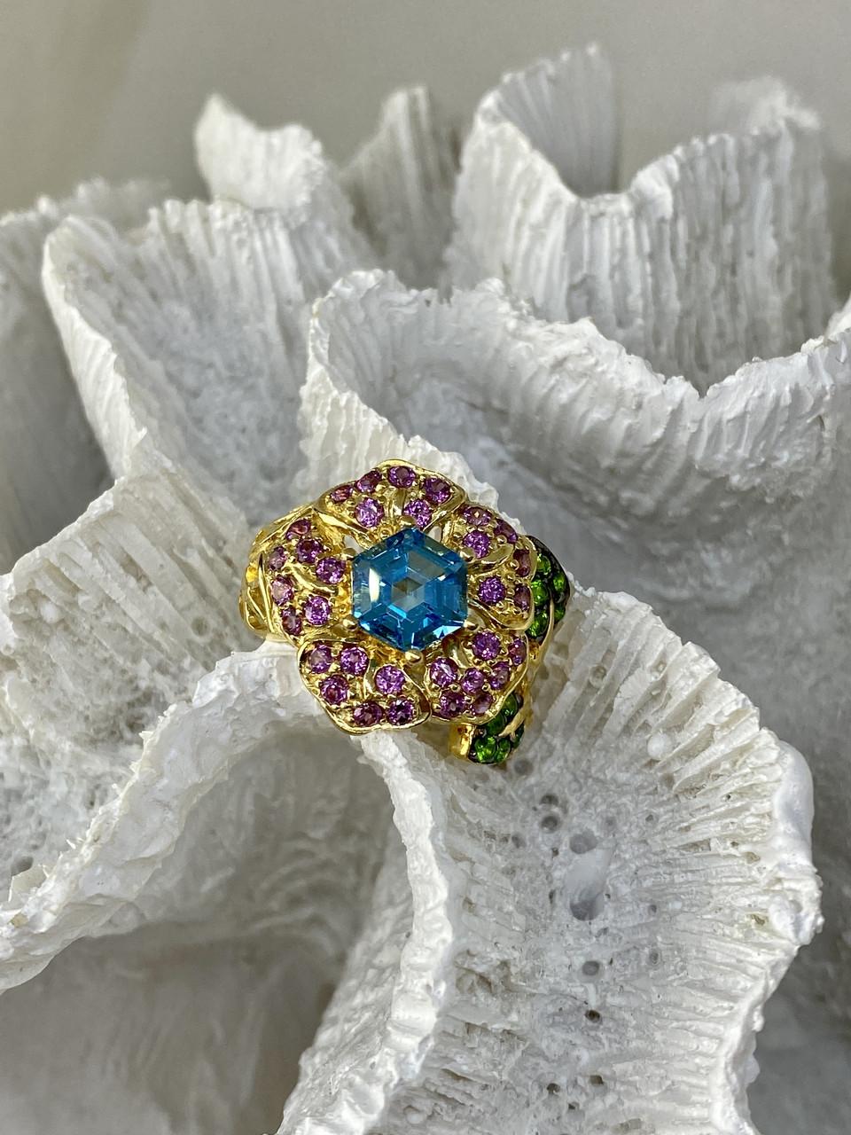 Серебряное кольцо в позолоте с топазом хризолитом и шпинелью  Цветы