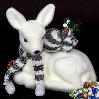 Оленятко з подарунком. Декоративна Новорічна іграшка.