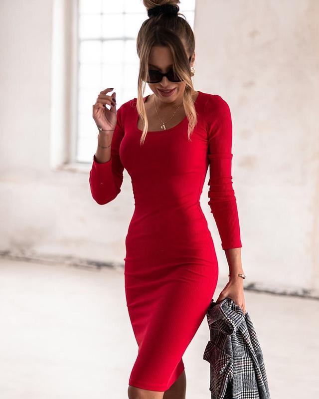 Женское красное повседневное платье до колен с декольте