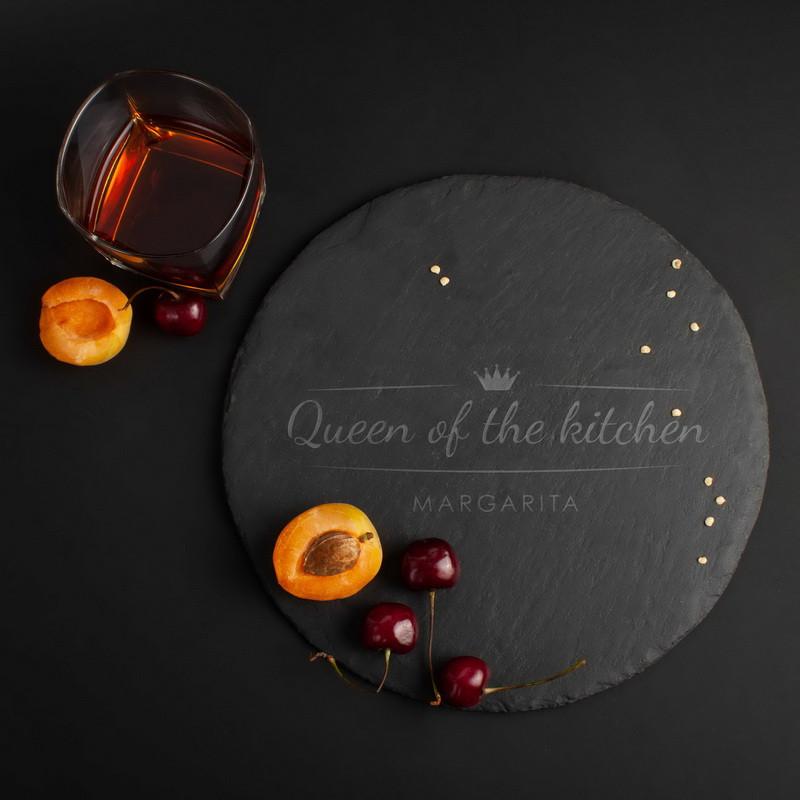 """Поднос из сланца """"Queen of the kitchen"""" 24 см персонализированная"""