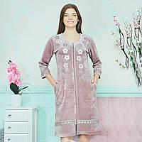 Симпатичная домашняя одежда, женский велюровый розовый пудра халатик для дома, размер 44(M).
