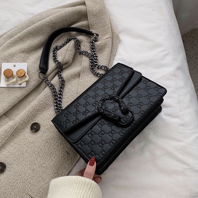 Женская большая сумка на толстой цепочке с подковой на три отдела черная