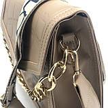 Женская классическая сумочка рептилия через плечо на широком ремешке с цепочкой бежевая, фото 9