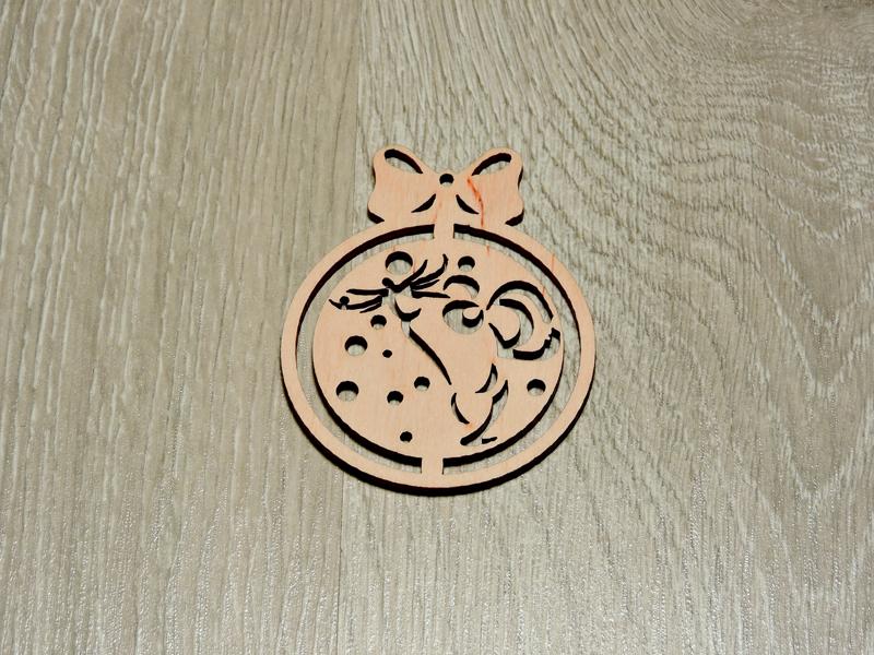 Дерев'яна ялинкова іграшка з бантиком (форма №7) (2234)