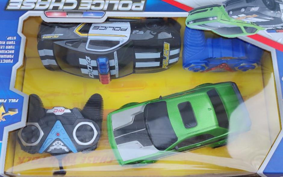 фото набора машинка на радиоуправлении полиция и зелёная Chevrolet