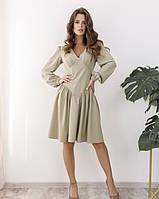 Женское приталенное платье до колена светло-зеленое