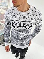 Мужской свитер с оленями снежинка белый