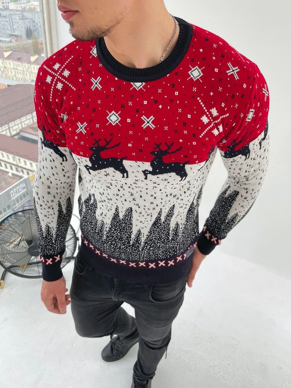 Мужской свитер с оленями красно-белый