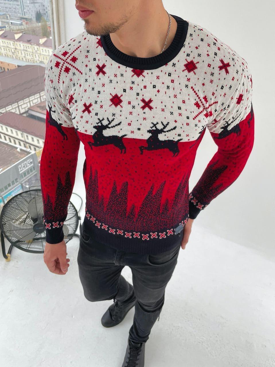 Мужской свитер с оленями бело-красный
