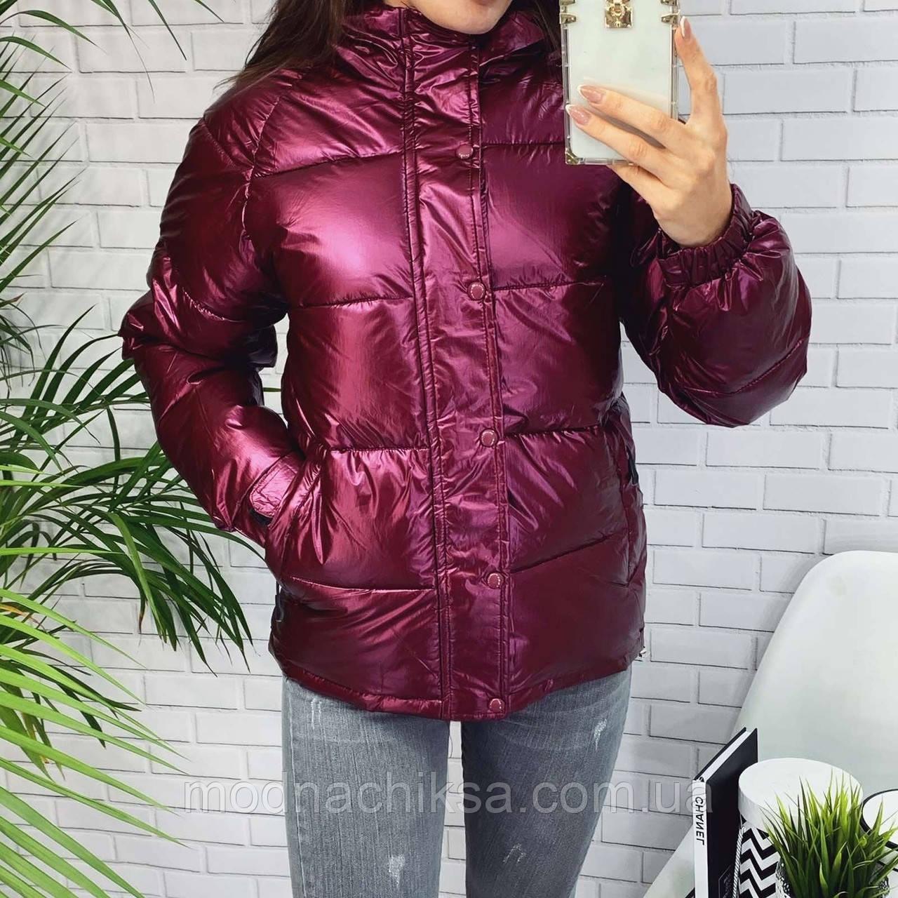 Короткая куртка с капюшоном