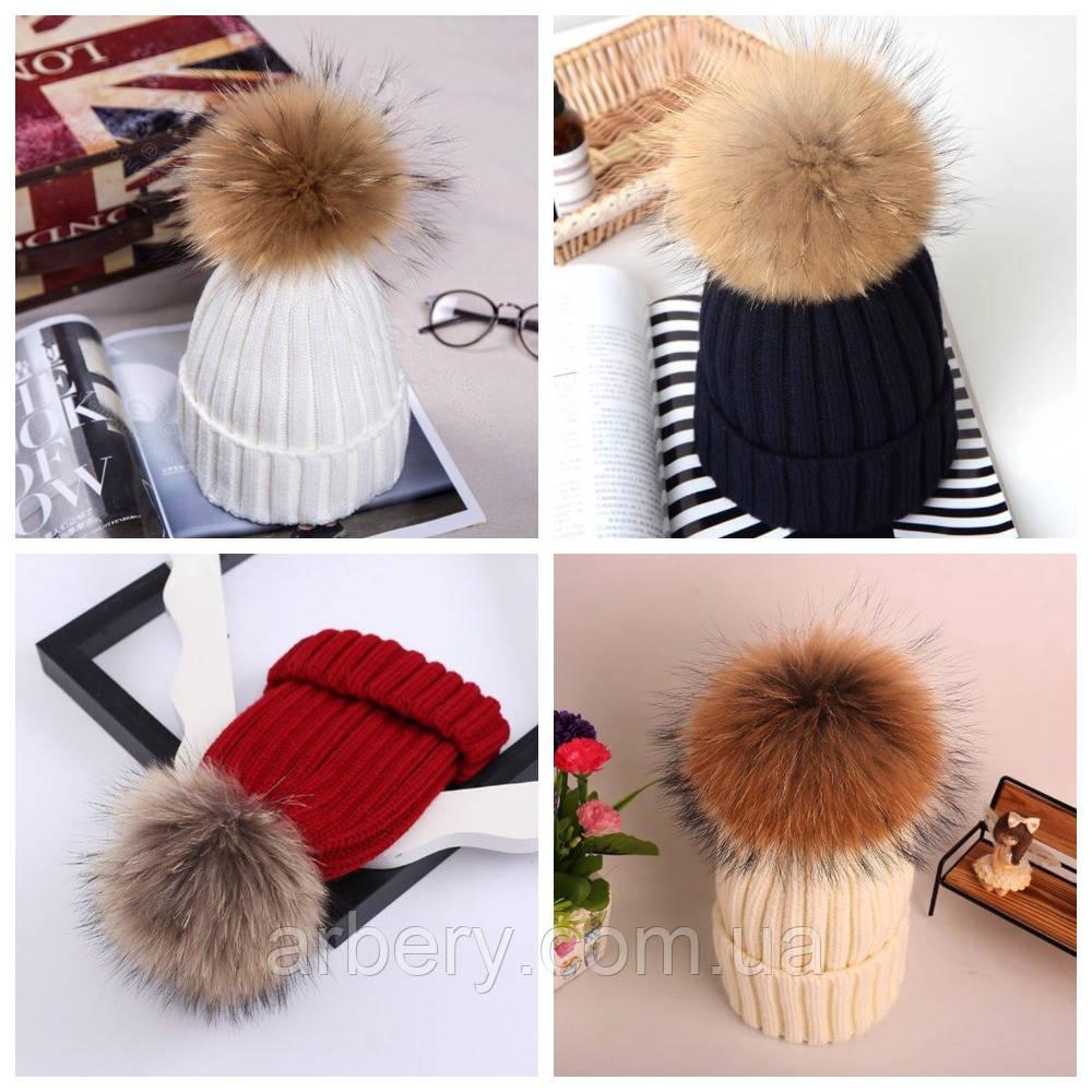 Женская зимняя шапка с мехом енота