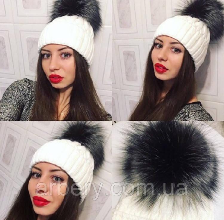 Женская зимняя шапка с натуральным бубоном