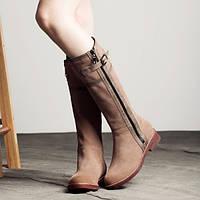 Стильные женские замшевые сапоги