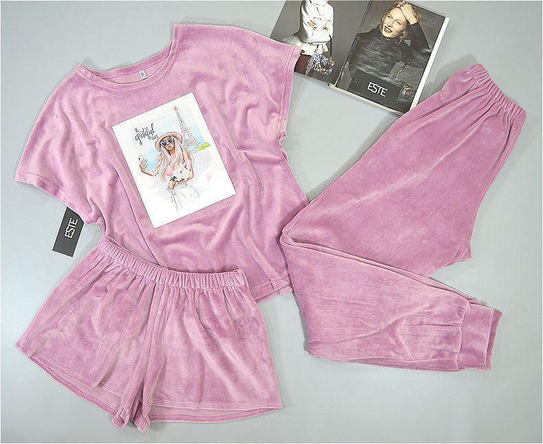 Теплая пижама женская с рисунком розовая.