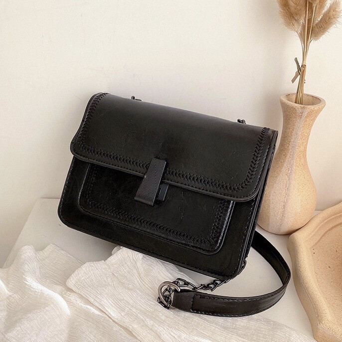 Женская классическая сумочка черная кросс-боди на цепочке клатч черный