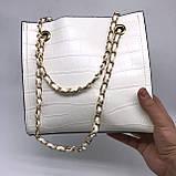Женская классическая сумочка рептилия через плечо на цепочке белая, фото 6