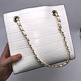 Женская классическая сумочка рептилия через плечо на цепочке белая, фото 5