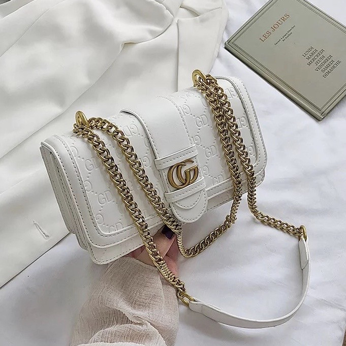 Женская классическая сумка кросс-боди на цепочке белая