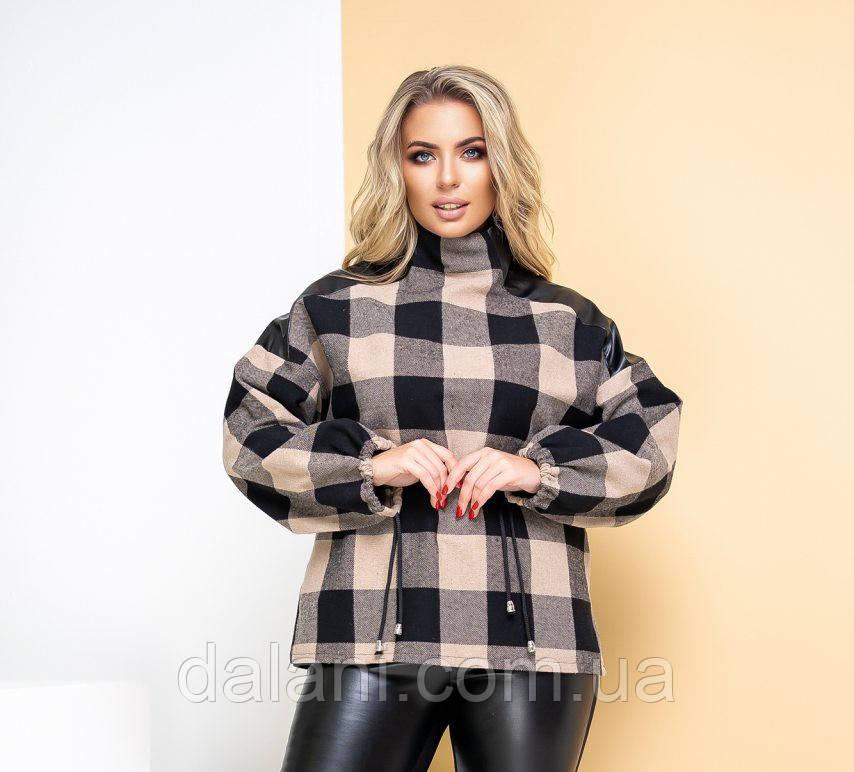 Женский шерстяной черно-бежевый свитер в клетку батал