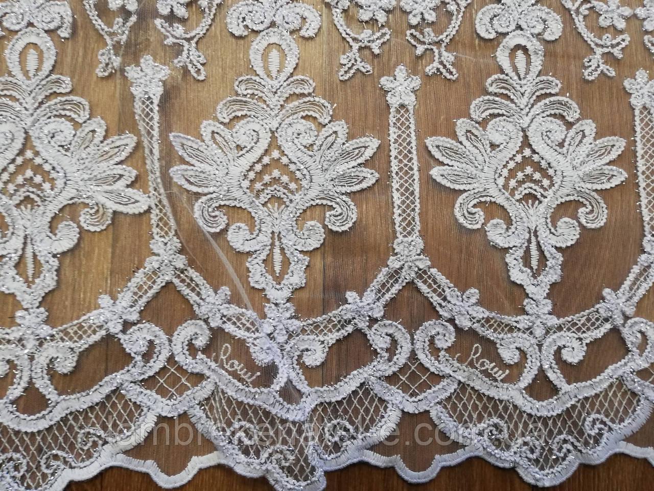 Тюль белая в зал, с кордовой вышивкой и серебристым люрексом