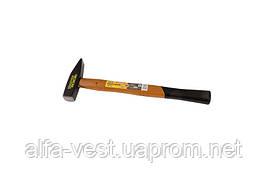 Молоток слесарный, рукоятка из дерева  300 г MASTERTOOL 02-0203