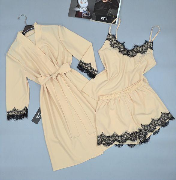 Комплект домашней женской одежды халат и пижама с кружевом.