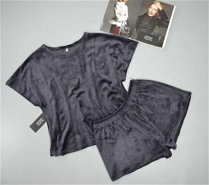 Пижама женская. Комплект футболка и шорты из микро-велюра графит.
