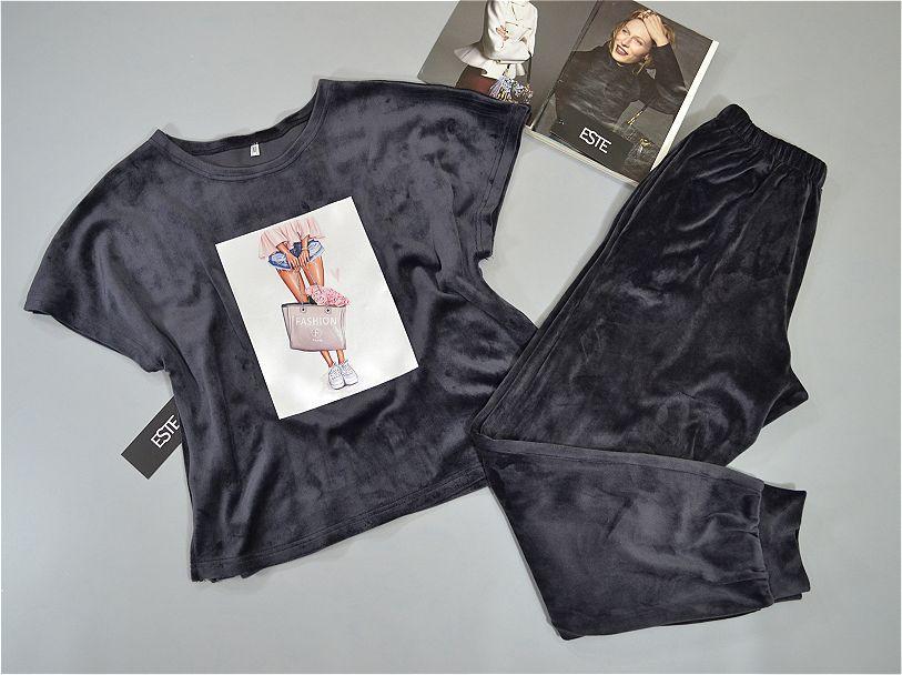 Пижама женская теплая с рисунком. комплект футболка и штаны из микро-велюра.