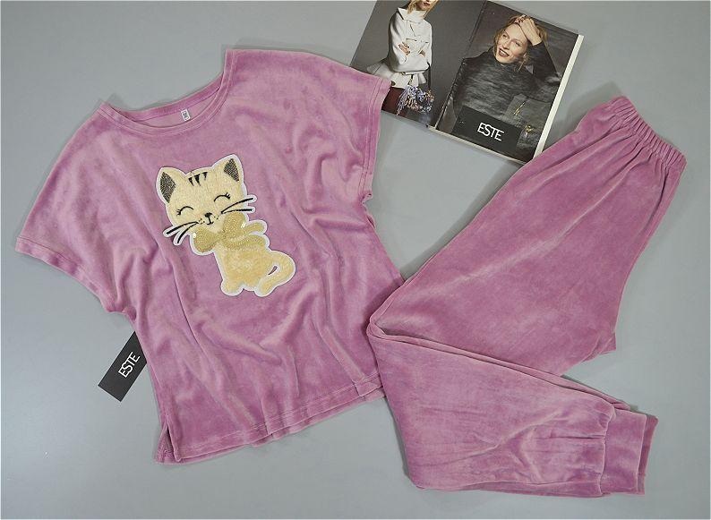 Розовая велюровая пижама женская футболка и штаны.