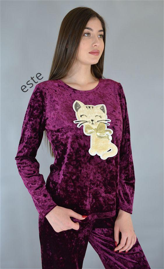 Велюровая пижама зимняя кофта и штаны с рисунком.