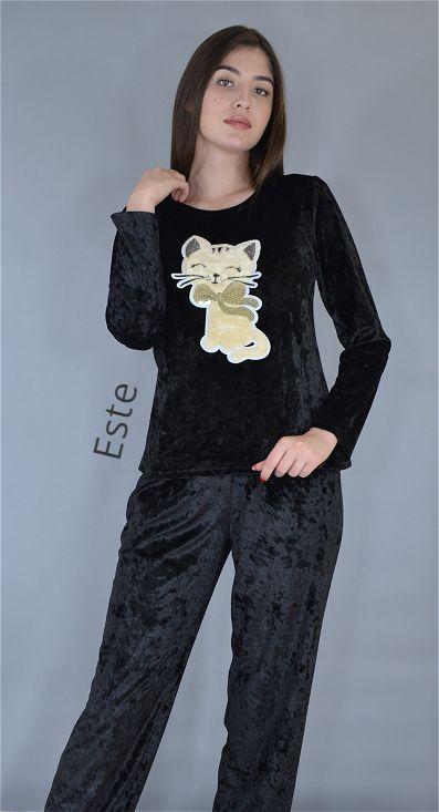 Черная велюровая пижама кофта лонгслив и штаны.
