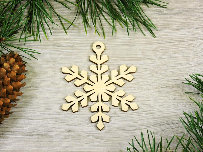 Снежинки деревянные на новогоднюю елку (форма №20) (2173)