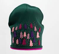 Детская красивая оригинальная вязаная шапочка Елка. с апликацией из бусин.